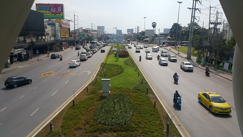 View from New Sukhumvit Bridge looking towards Pattaya Klang above the new covered underpass