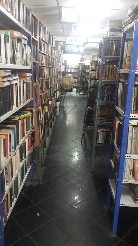 Bookshelves in Canterbury Tales