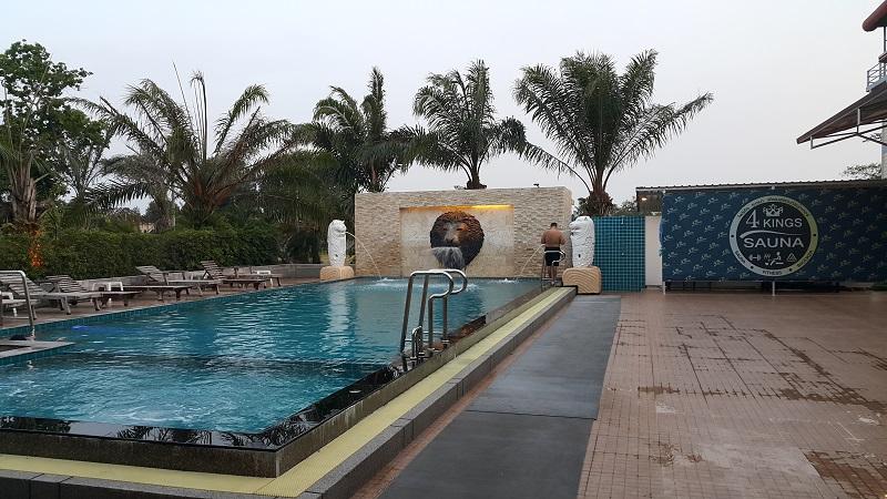 4 Kings Sauna Swimming Pool
