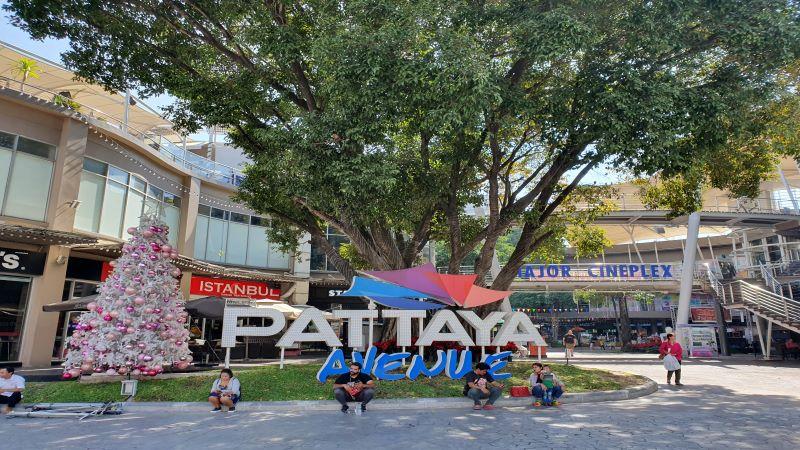 The Avenue, Pattaya, Sign.
